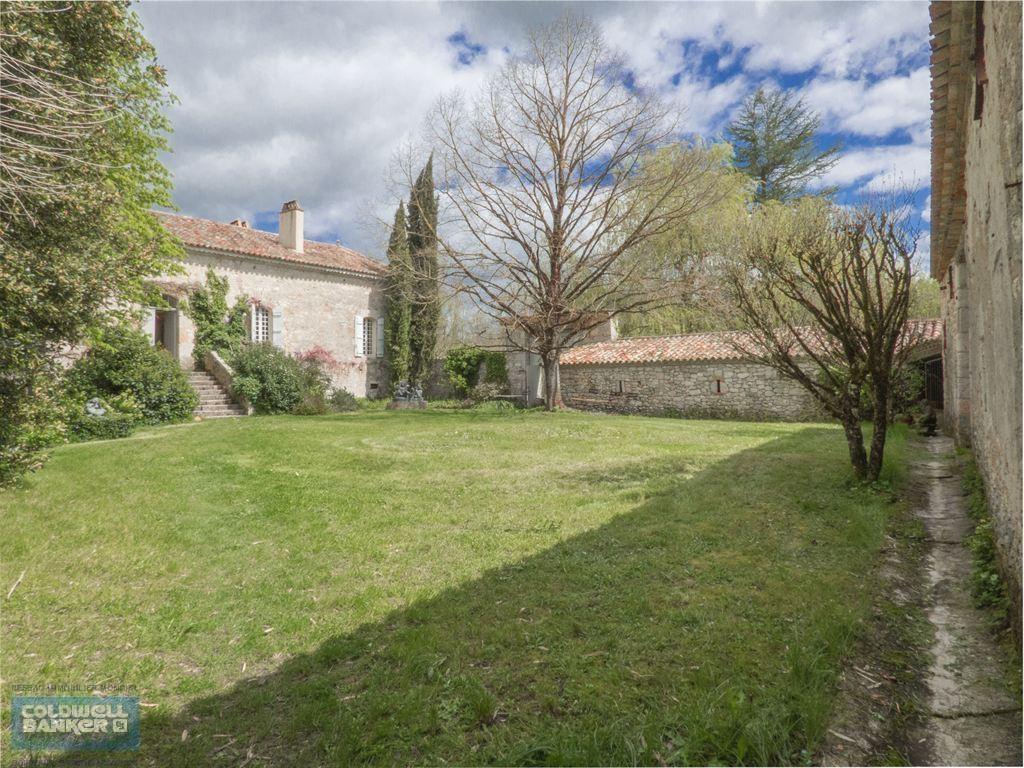 Ferme fortifiée de 240 m² habitable sur une propriété de 30 ha à vendre PROCHE DE VILLEREAL