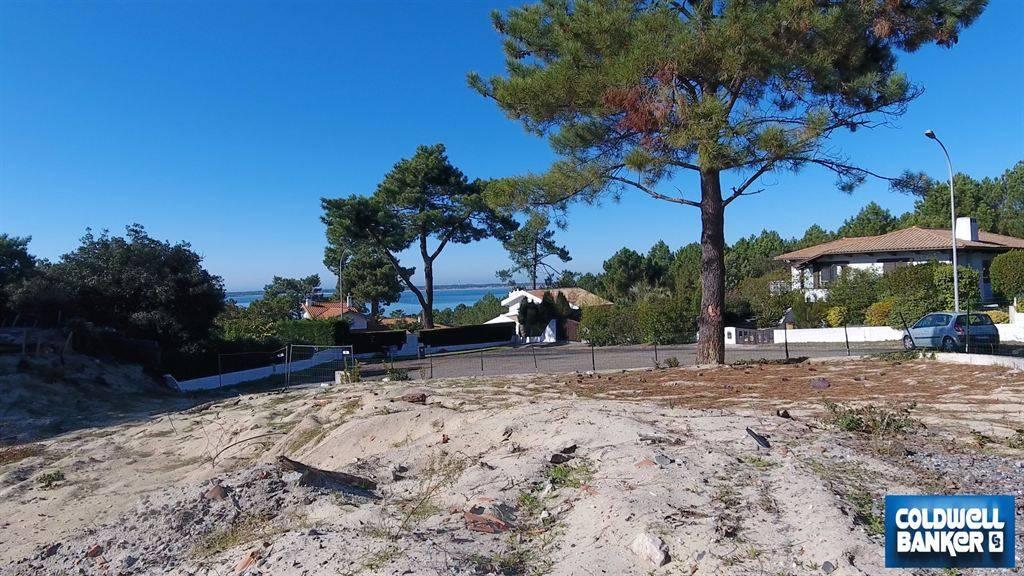 terrain constructible avec vue sur le bassin dans un quartier recherch et calme vendre pyla. Black Bedroom Furniture Sets. Home Design Ideas