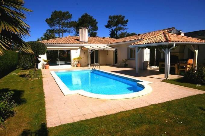 Villa récente de plain pied à vendre au golf de gujan avec piscine au calme