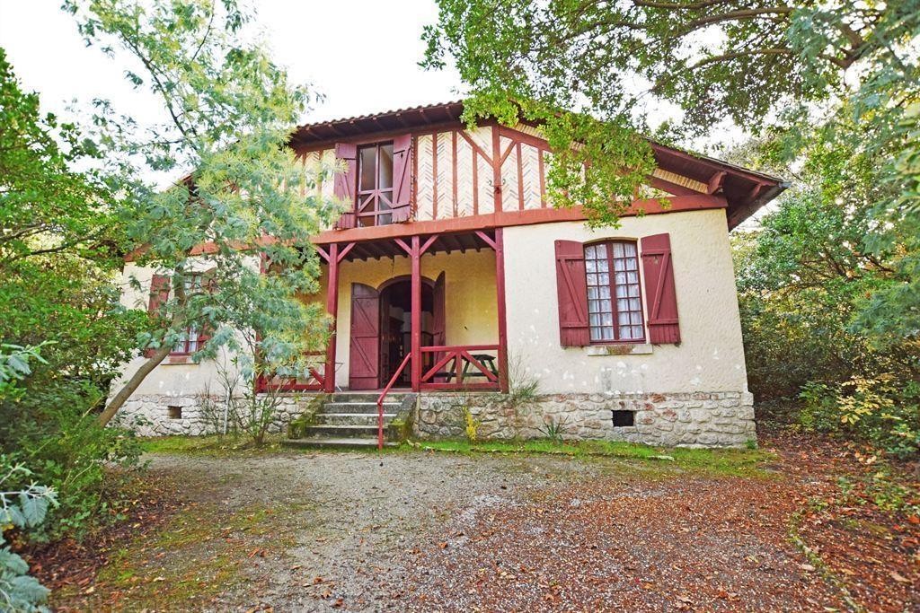 Villa Arcachonnaise à vendre au Moulleau - Arcachon en exclusivité avec Coldwell Banker