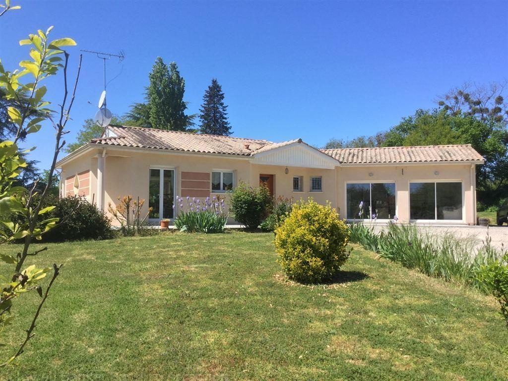Villa contemporaine récente à vendre proche de Montsegur sur un grand terrain