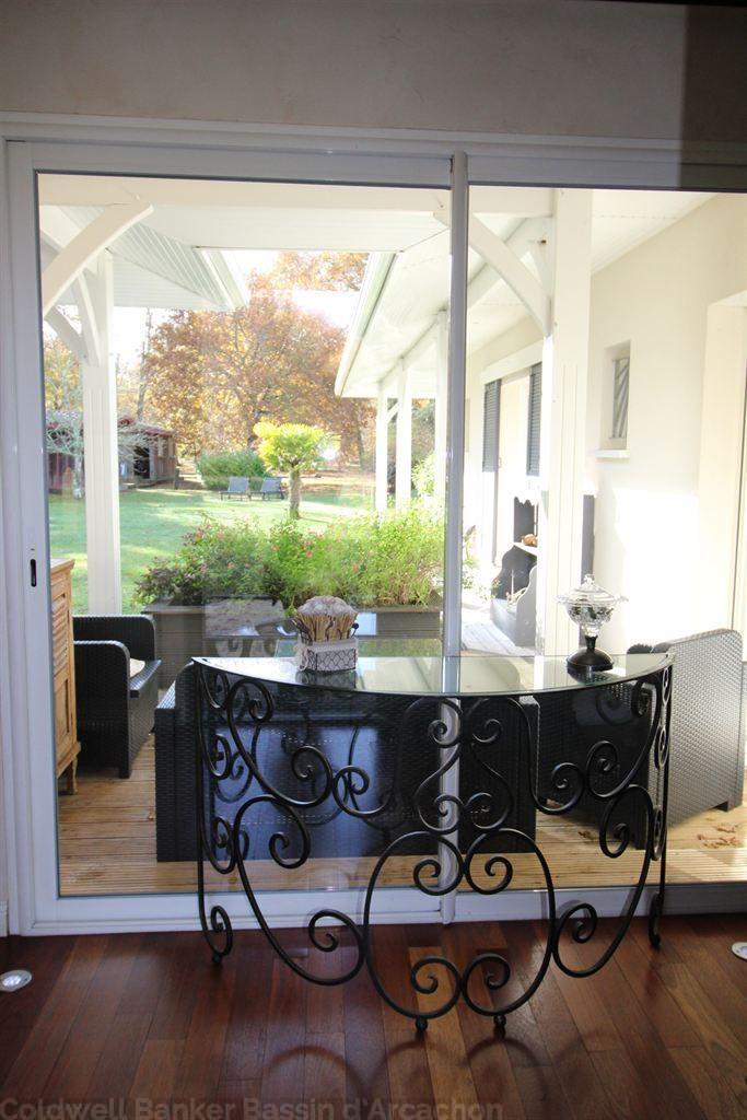 vente maison villa bassin d 39 arcachon mios villa de standing de 180 m habitable sur un grand. Black Bedroom Furniture Sets. Home Design Ideas