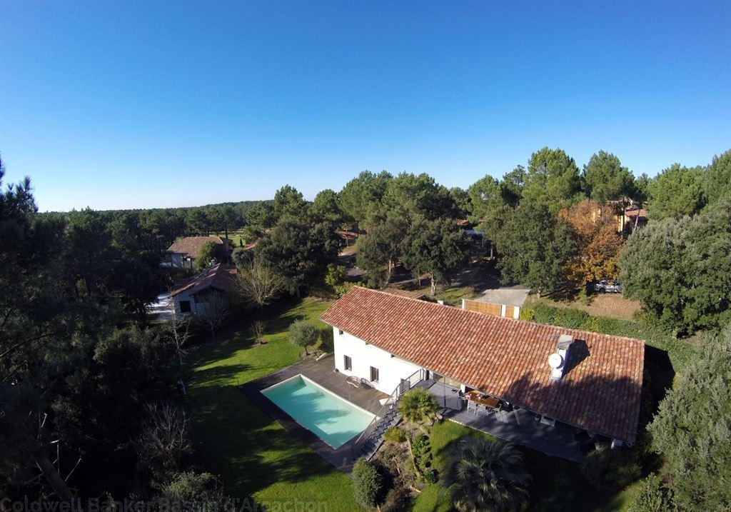 acheter une villa d'architecte à Molliets sur le golf avec piscine chauffée