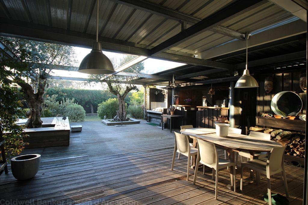 Villa en bois renovée par un architecte à vendre proche de Bordeaux au bord du bassin à Cassy Lanton