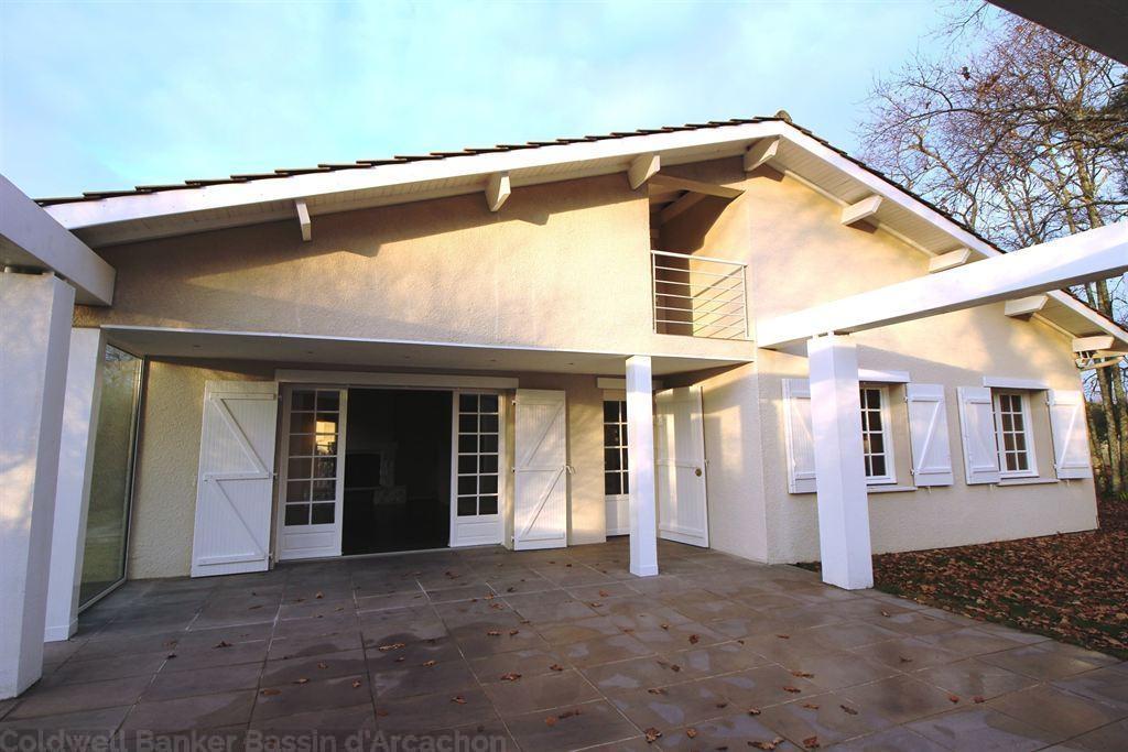 Villa récente à vendre à Gujan Mestras avec 4 chambres dont une suite parentale