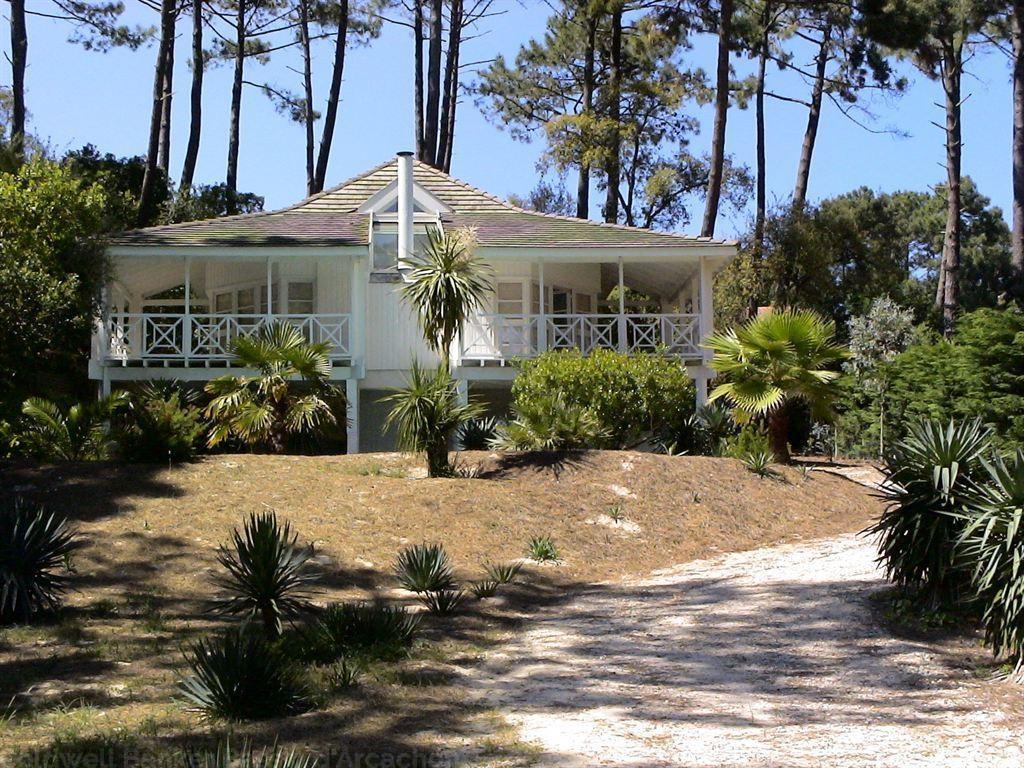 LEGE CAP FERRET- Les Vallons du Ferret - Villa bardée de bois style Louisianne à vendre