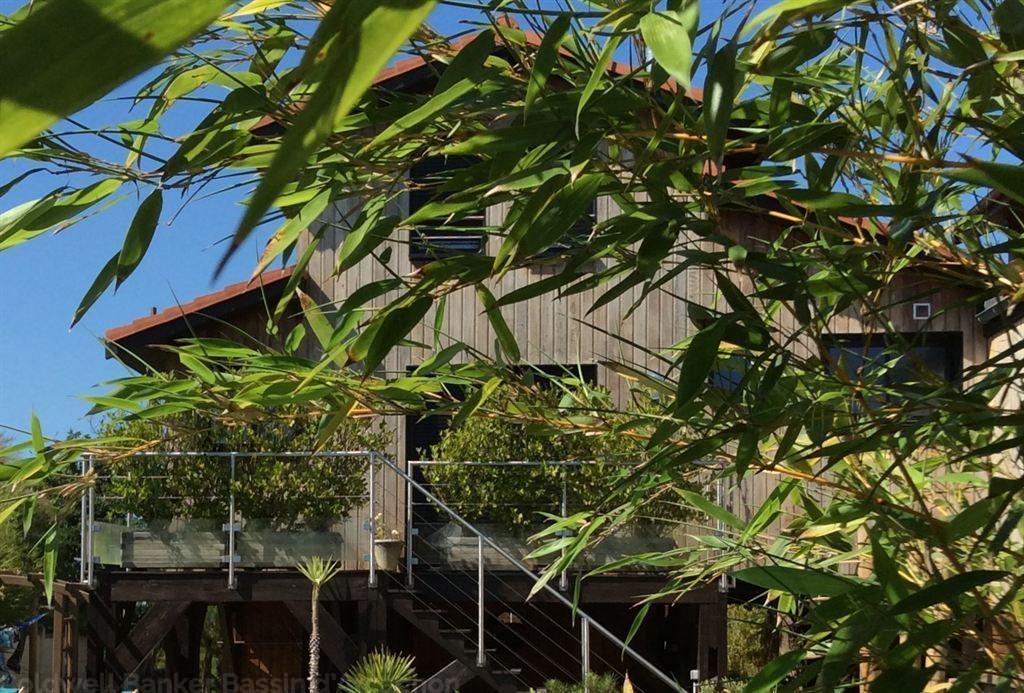Villa en bois récente avec piscine en première ligne à vendre GUJAN MESTRAS