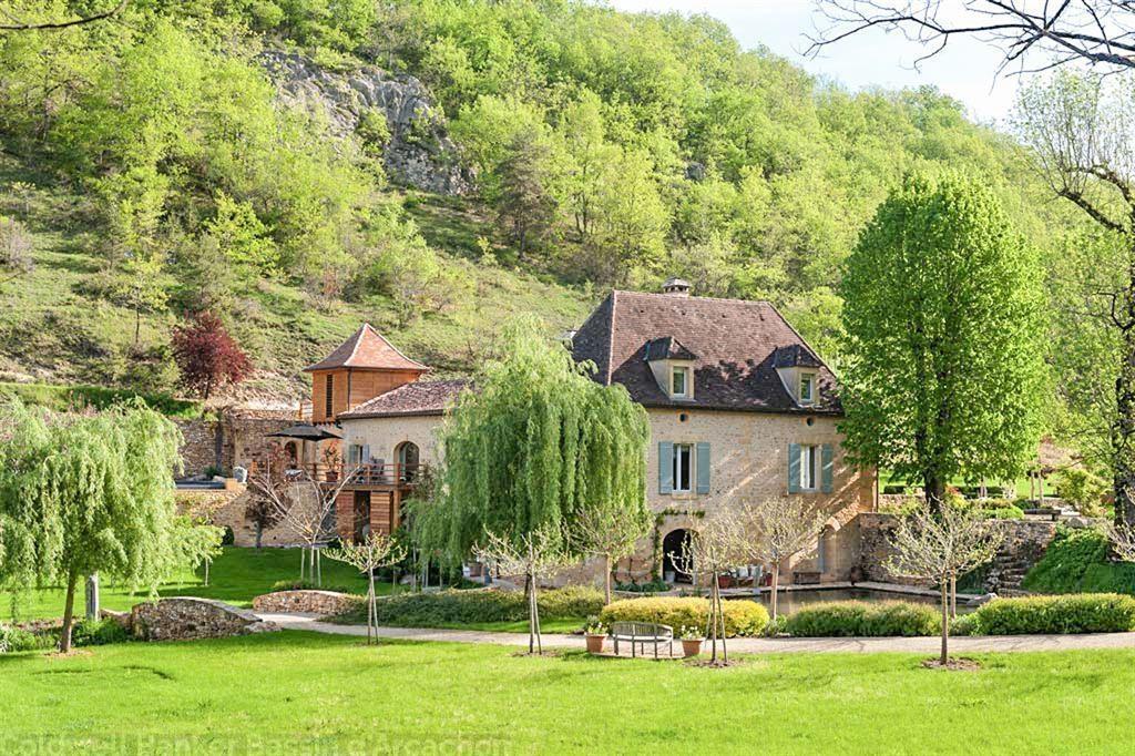 Grande propriété rénovée avec piscine à vendre proche Beaumont du Perigord