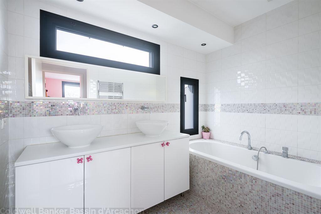 Grande maison familiale moderne de 5 chambres avec piscine à vendre BORDEAUX SAINT AUGUSTIN