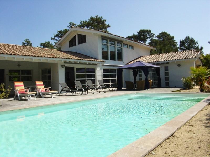 Location saisonnière avec piscine pour 10 personnes proche du Cap-Ferret