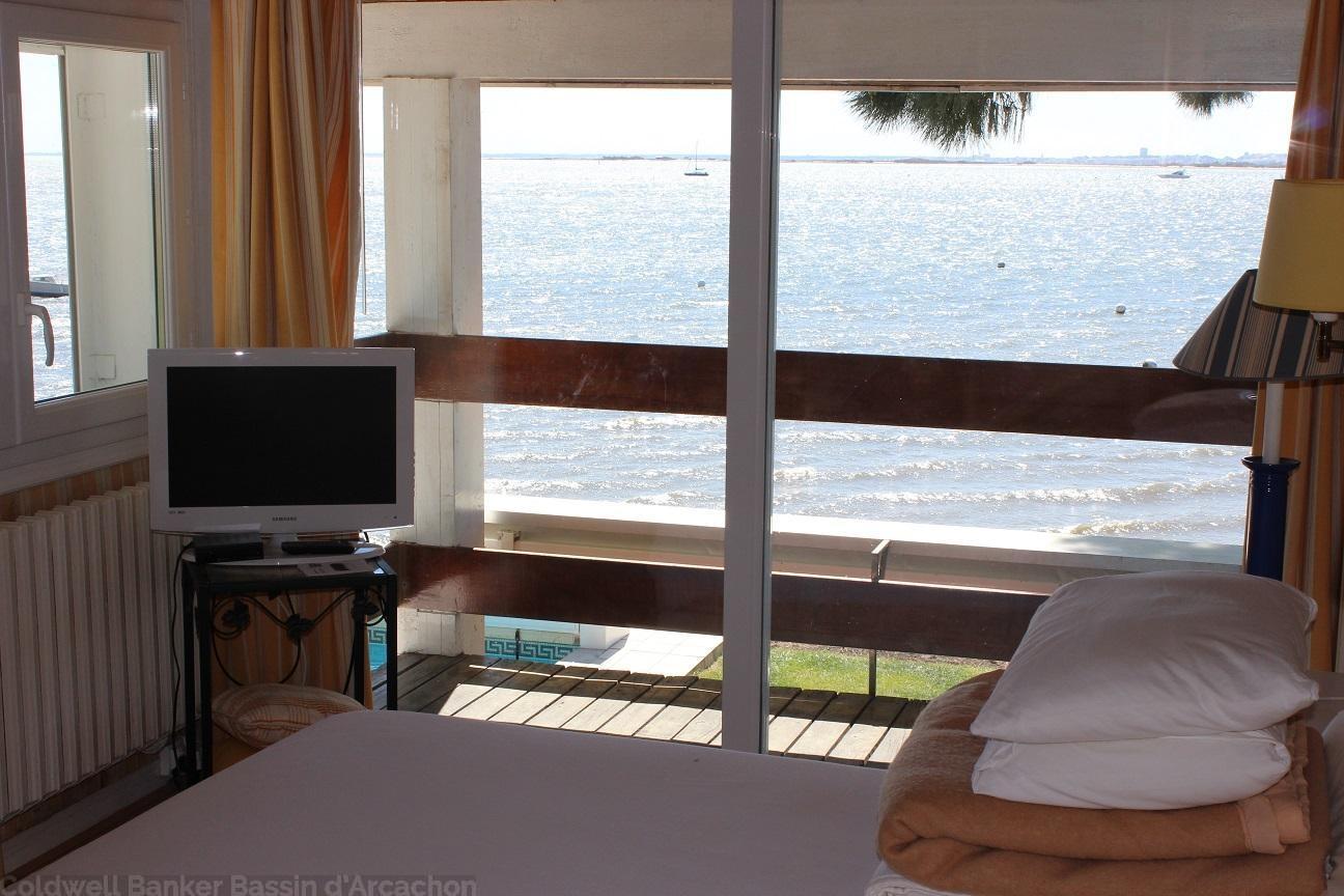 villa à louer avec equipement tout confort wifi piscine chauffee et securisee vue mer