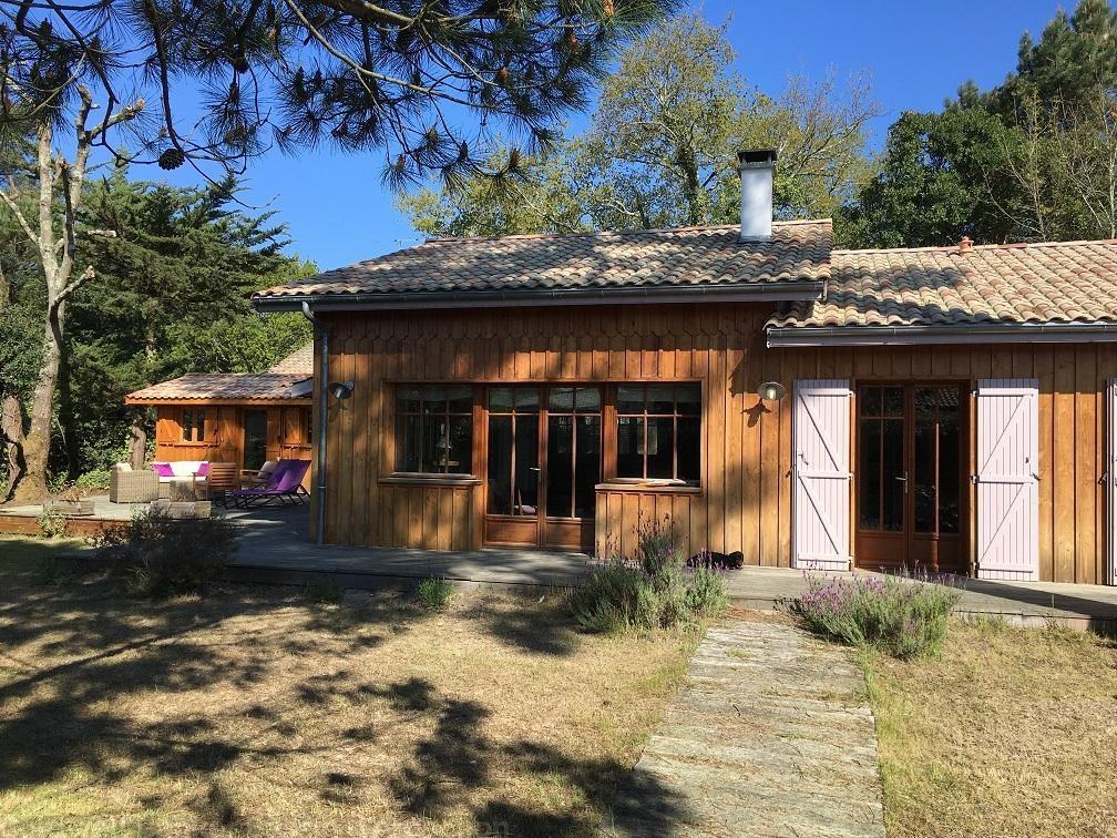 Jolie villa en bois à louer cet été pour 9 personnes su rle Bassin d'Arcachon