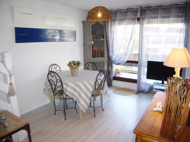 Appartement 2 chambres 4 personnes avec terrasse c t for Appartement bordeaux avec piscine