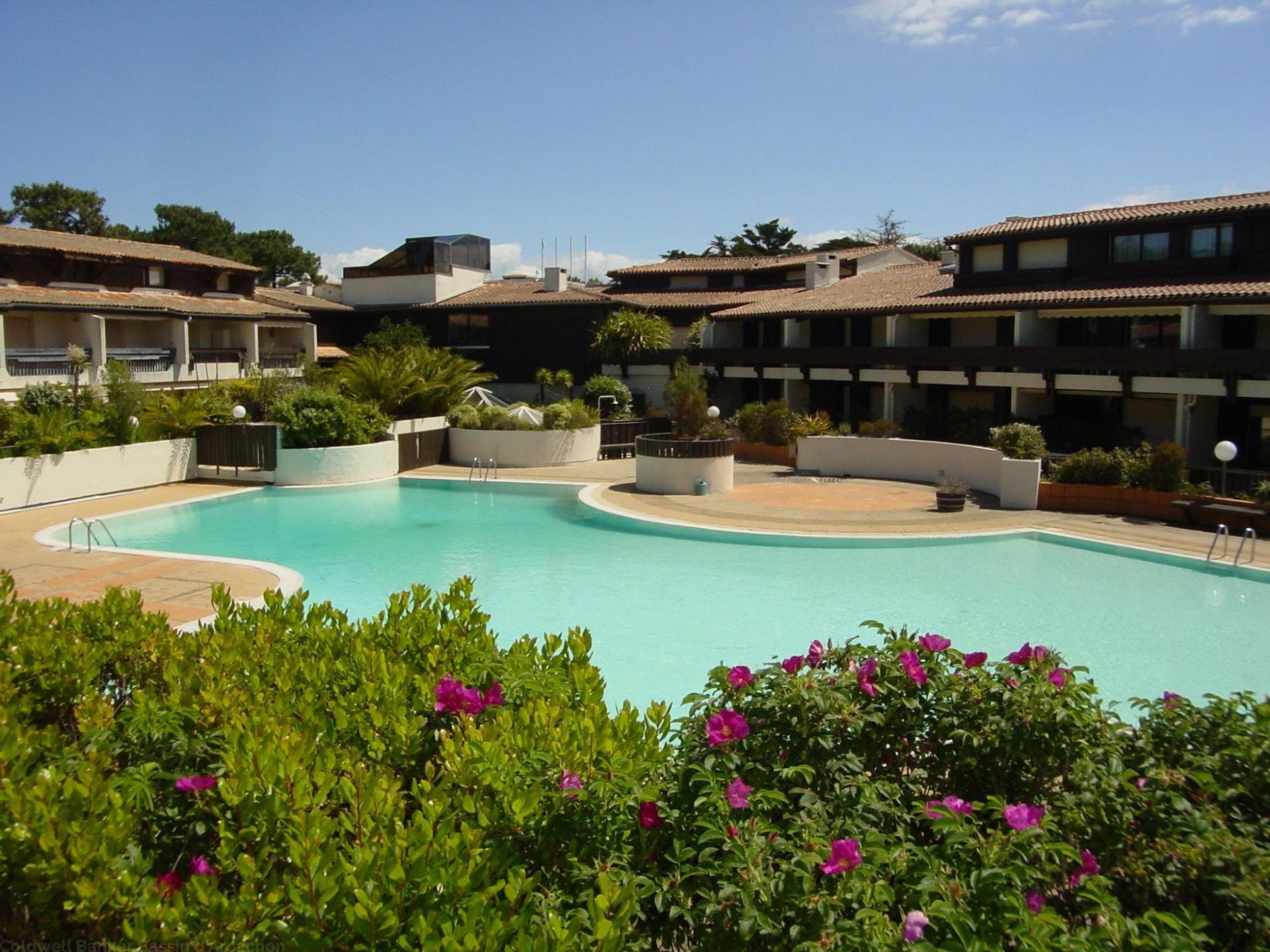 Location appartement cap ferret avec grande terrasse for Location appartement avec piscine