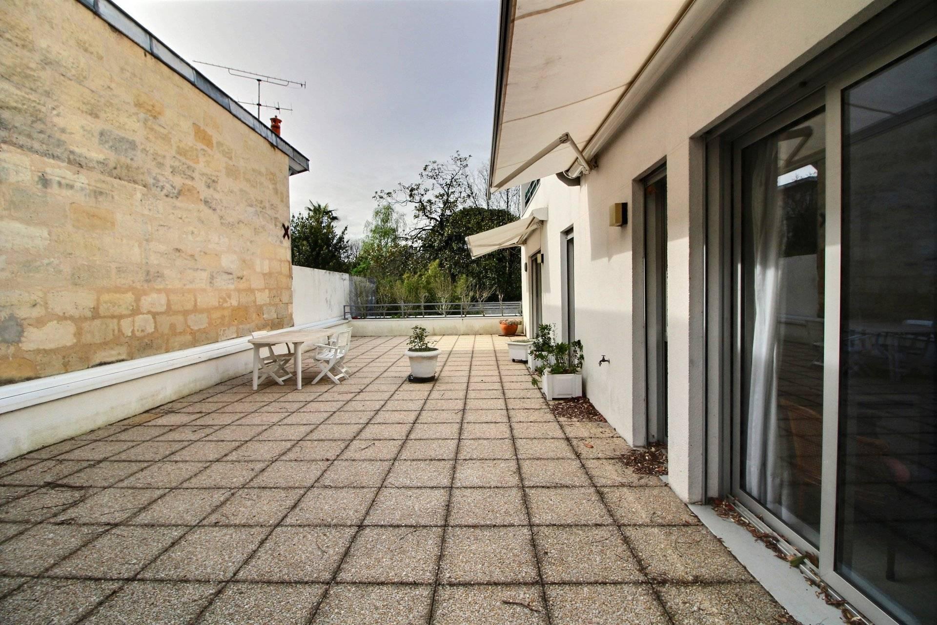 Appartement terrasse proche des meilleures écoles à vendre Bordeaux croix blanche
