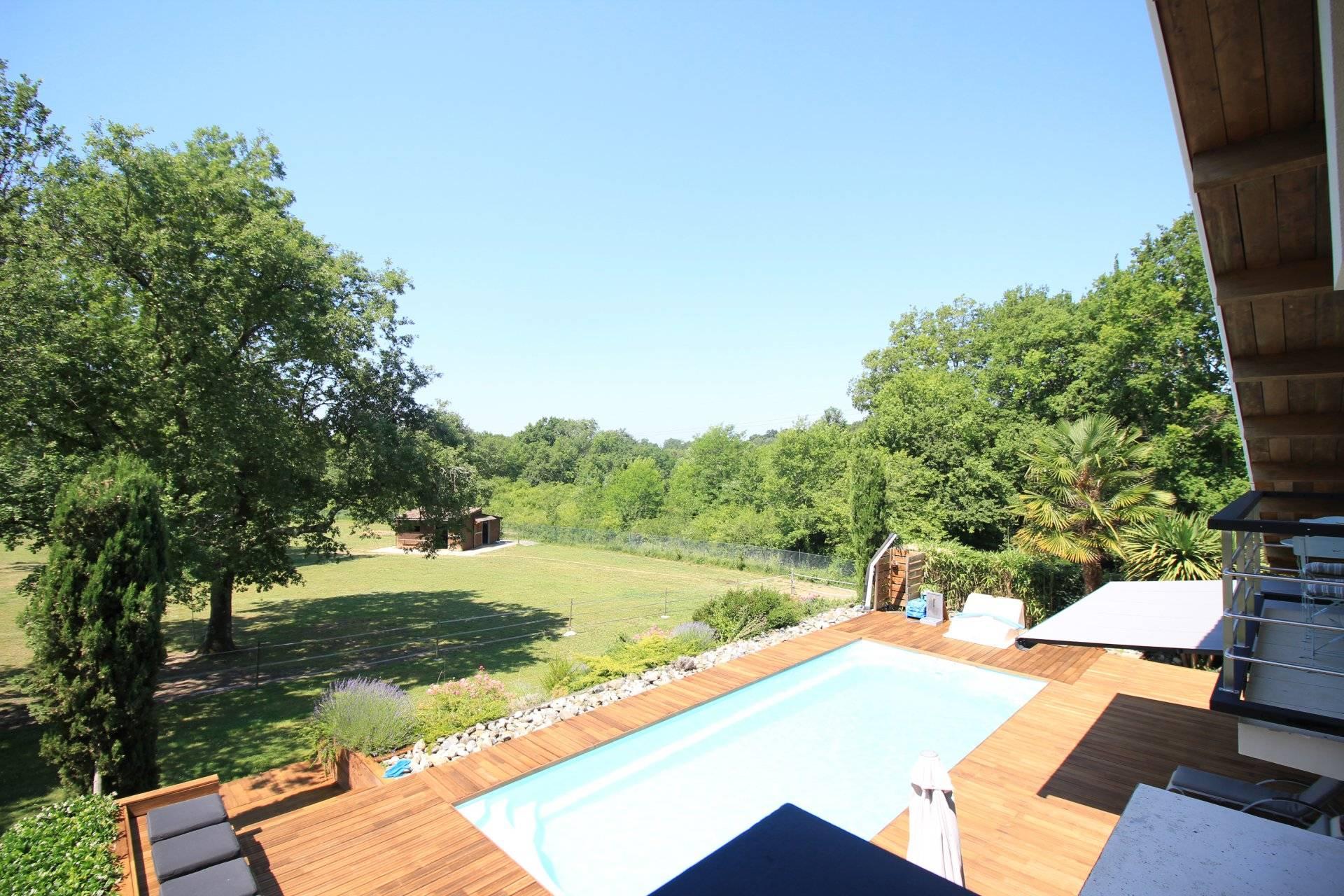 Propriété aux belles prestations proche Bordeaux SAINT-CAPRAIS-DE-BORDEAUX