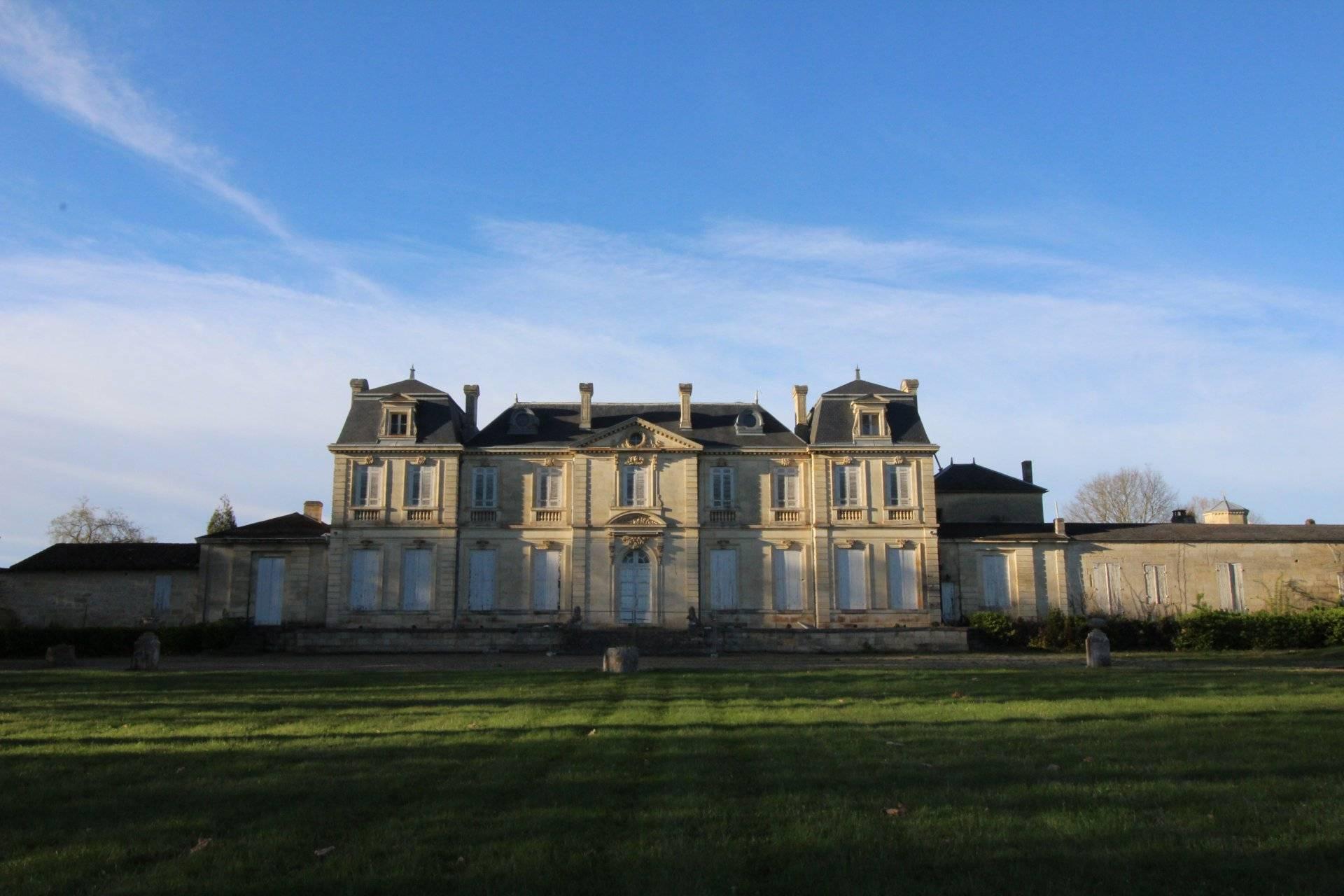 Château et domaine viticole a vendre proche bordeaux