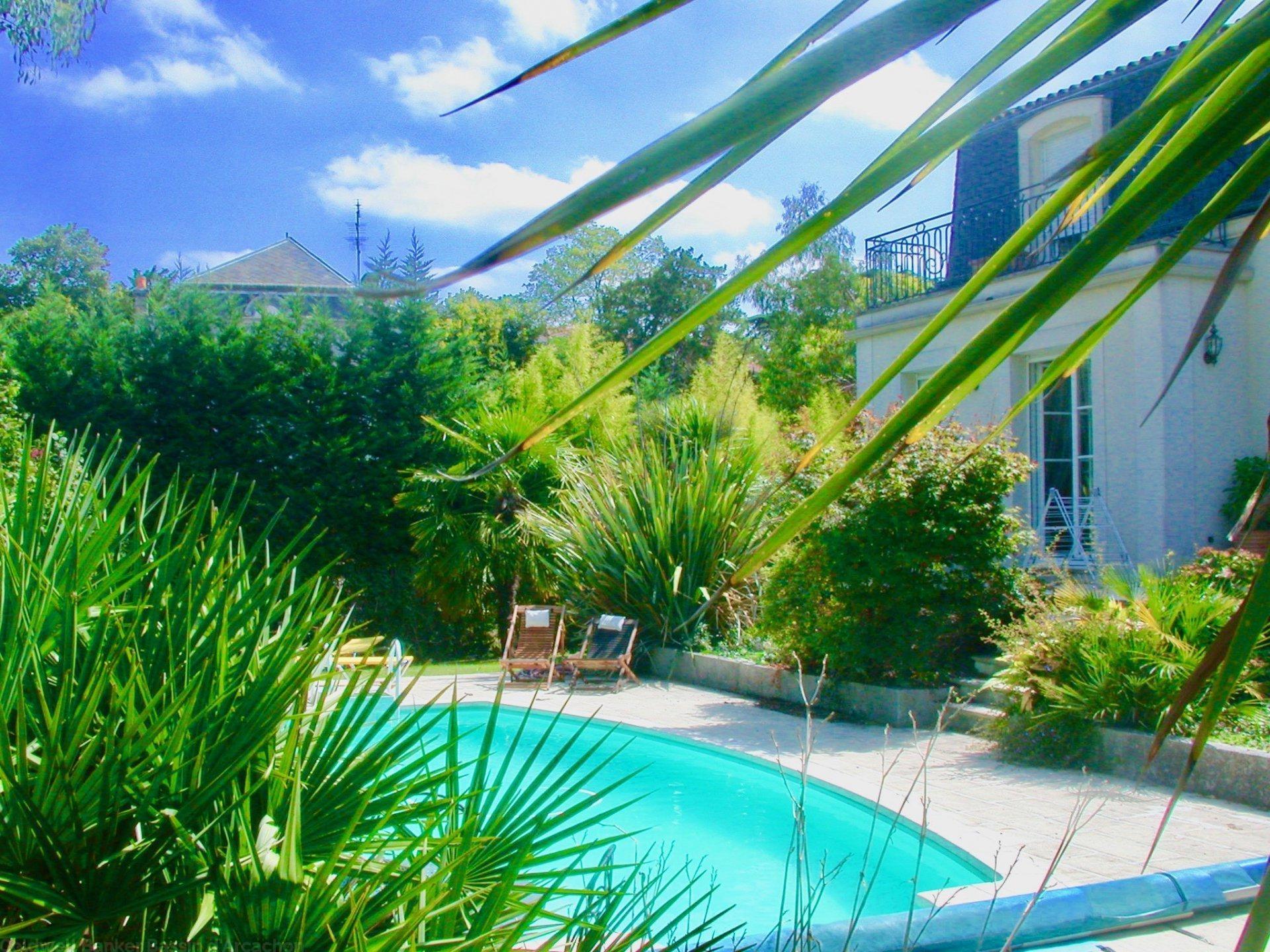 maison bourgeoise avec jardin et piscine a vendre bordeaux saint augustin