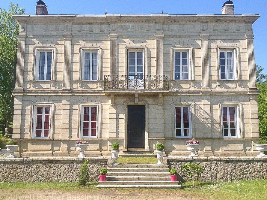 Maison de maître à vendre proche de Bordeaux à Saint Symphorien avec piscine sur  grand terrain
