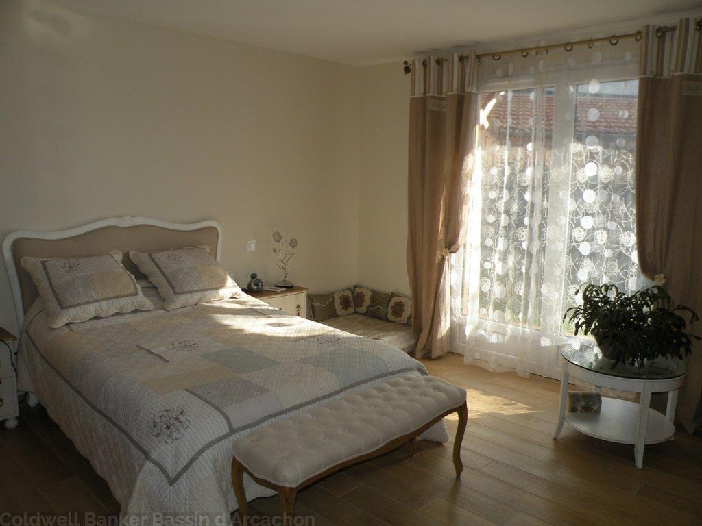 villa neuve ossature bois 4 chambres piscine vendre. Black Bedroom Furniture Sets. Home Design Ideas