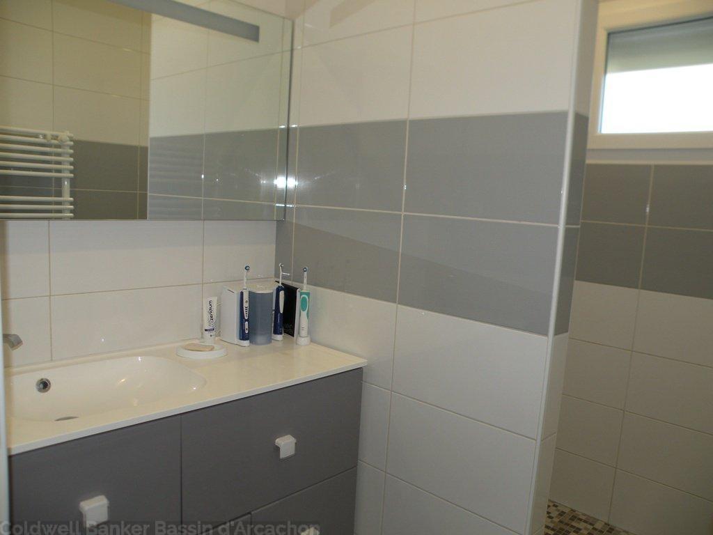 Vente maison villa bassin d 39 arcachon le barp villa for Vente accessoire bassin