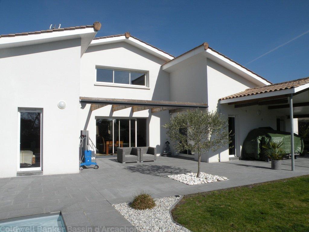 Villa d'architecte à vendre au Barp Proche Bordeaux avec piscine chauffée et 4 chambres sur un grand terrain