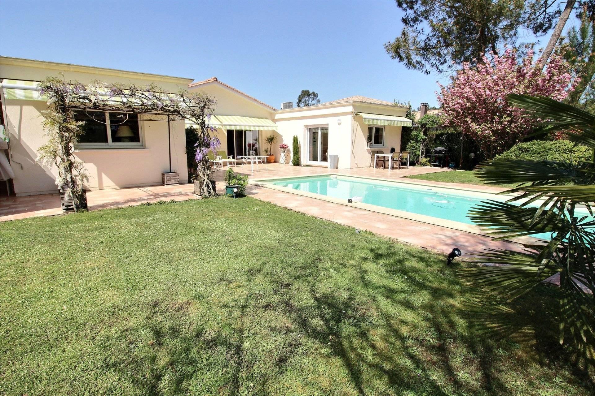 Maison contemporaine avec piscine a vendre golf Gujan Mestras