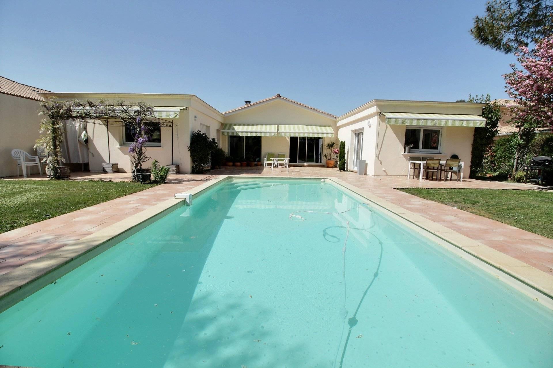 Recherche maison contemporaine avec piscine golf Bassin d'Arcachon