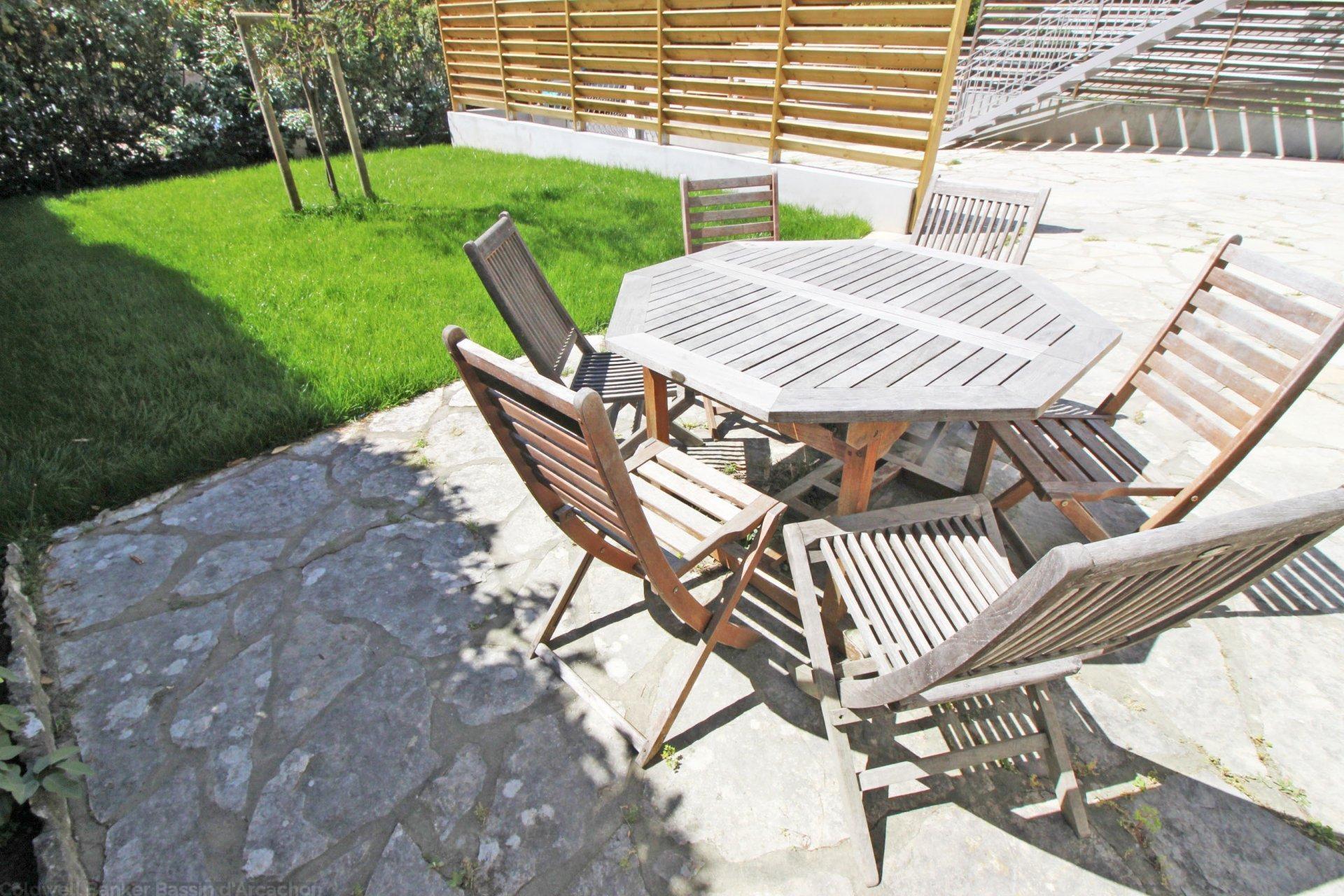 Appartement de plus de 100m² avec jardin de 100m² à vendre ARCACHON CENTRE VILLE