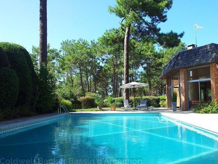 Attractive Arcachon   On The Front Beach, Beautiful House With A Swimming Pool
