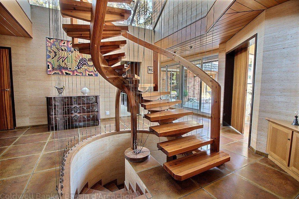 Villa aux beaux volumes et lumineuse en vente à Arcachon pereire
