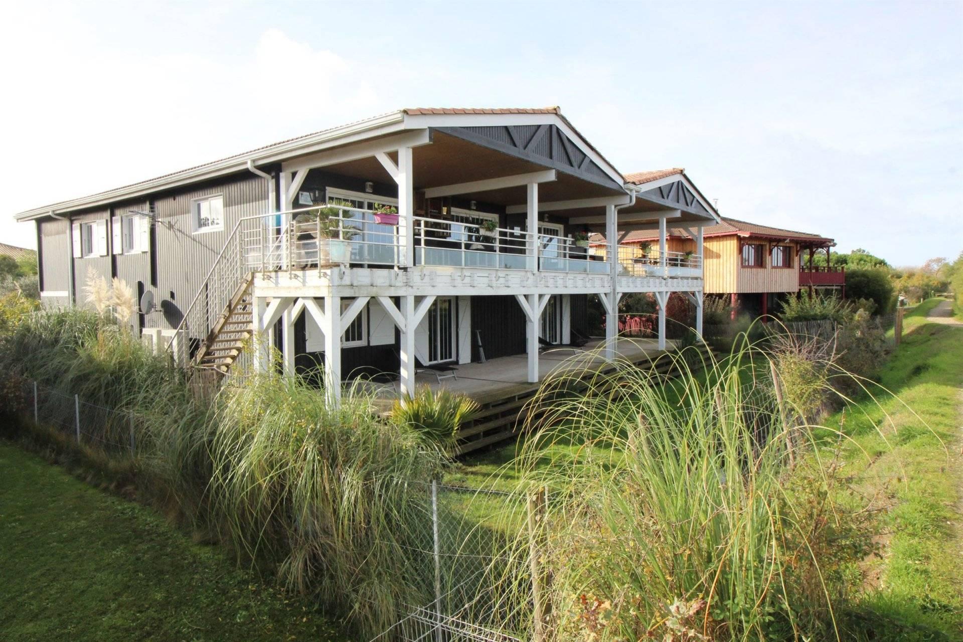Villa récente avec vue imprenable sur le Bassin d'Arcachon à vendre LA HUME