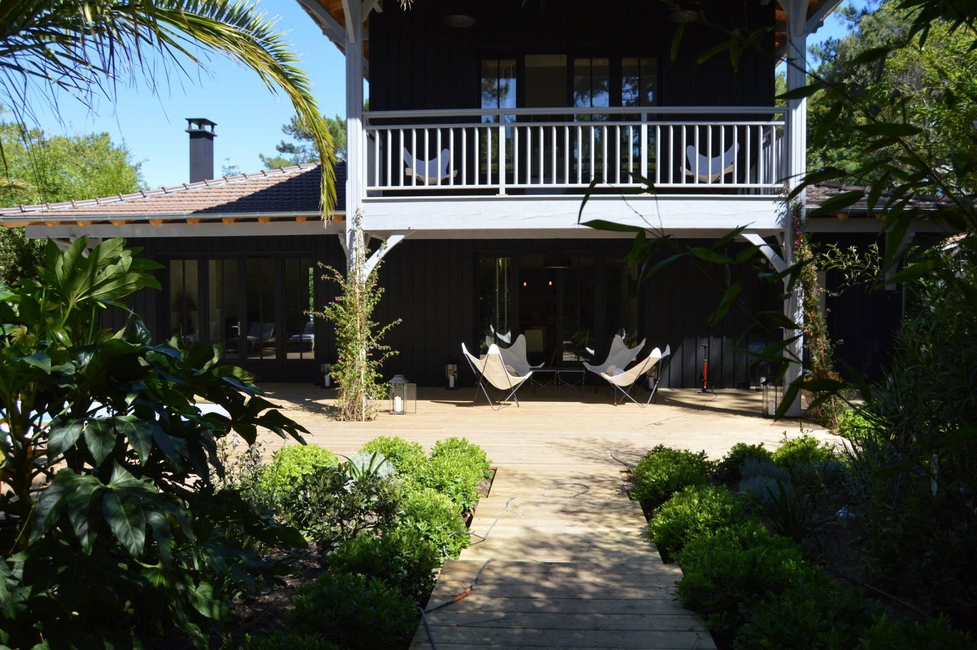 villa d 39 architecte neuve en bois avec piscine vendre cap ferret village immobilier de luxe. Black Bedroom Furniture Sets. Home Design Ideas