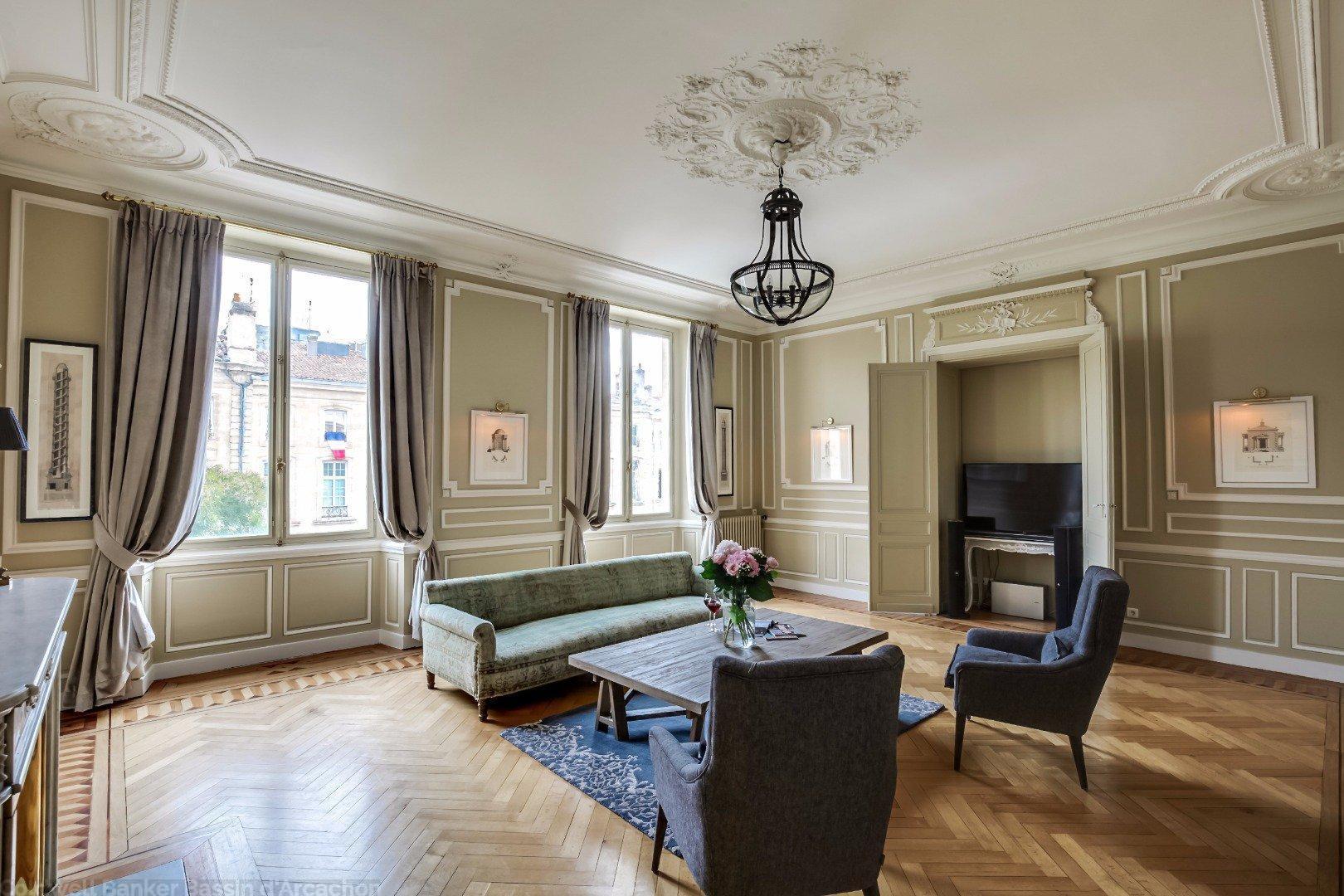 Appartement de prestige dans immeuble du 18e si cle for Appartement bordeaux triangle d or
