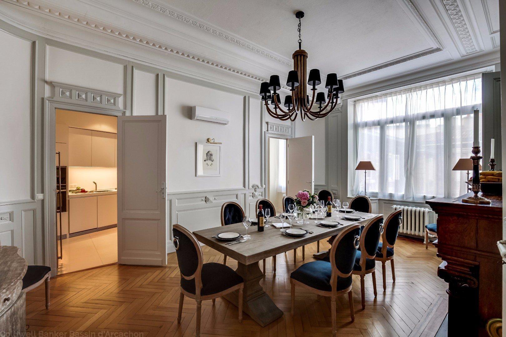 Appartement de prestige dans immeuble du 18e si cle for Appartement luxe bordeaux