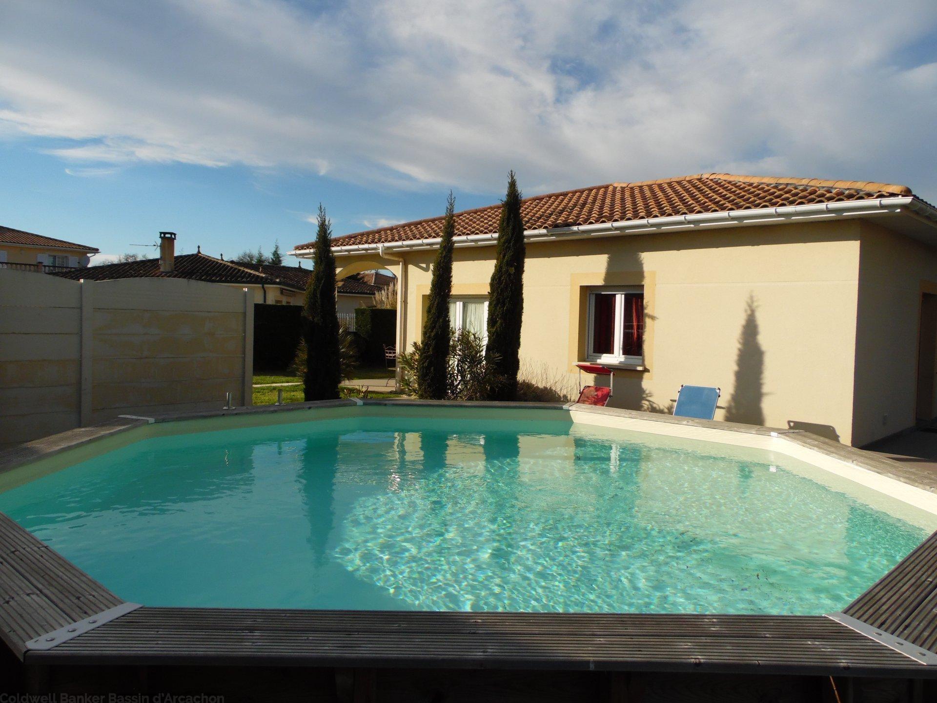 Vente villa contemporaine avec piscine proche commodit s for Piscine lormont