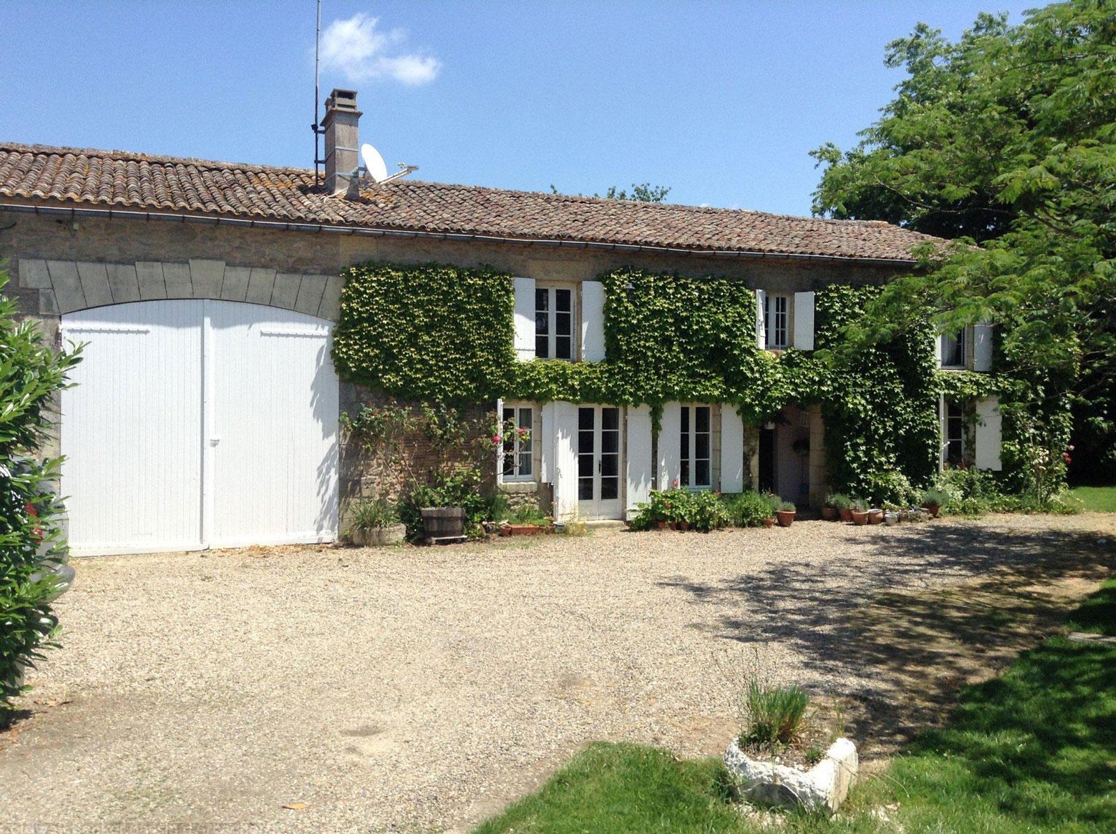 Vente maison villa proche bordeaux blaignac 45 min de for Appartement bordeaux avec piscine