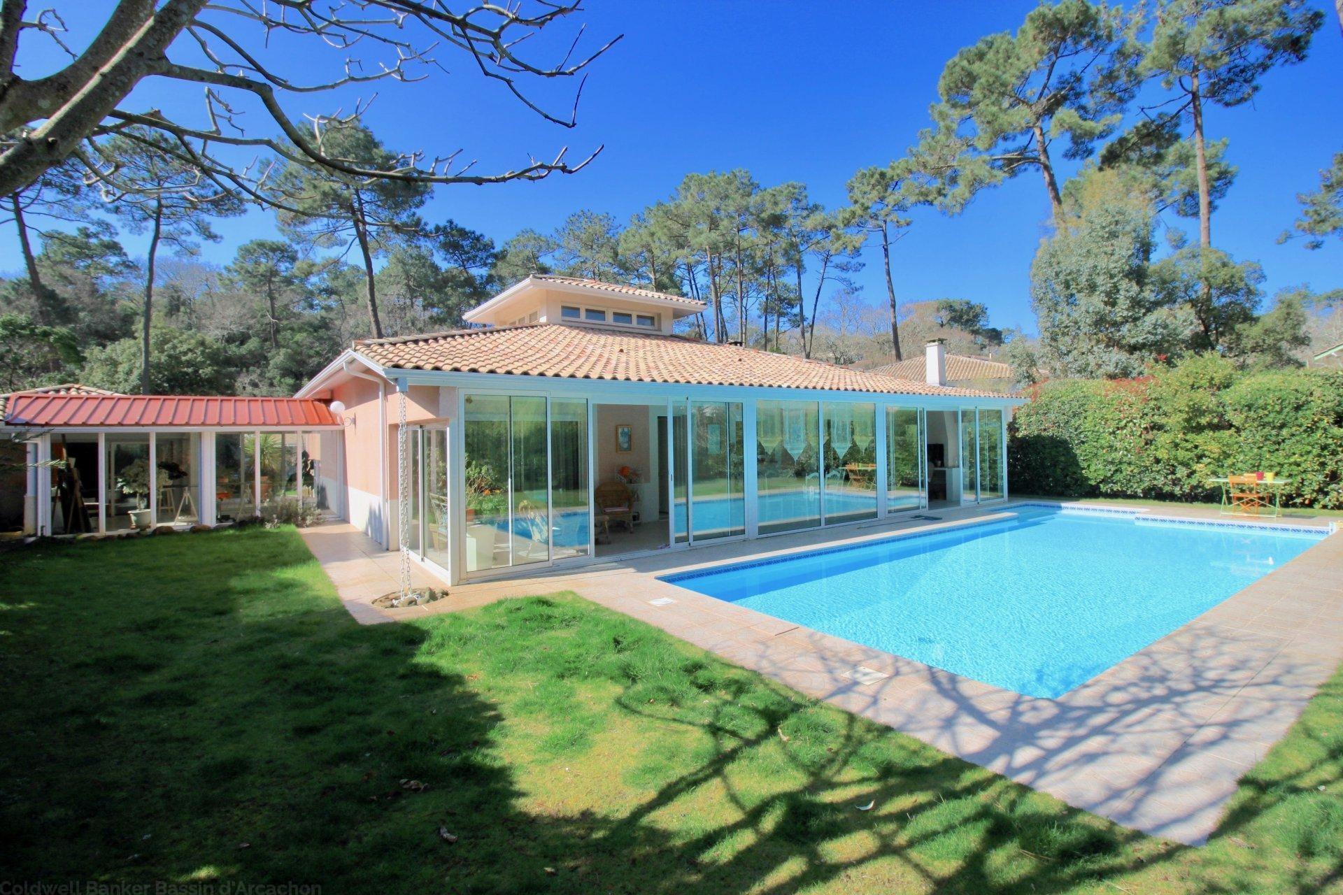 Villa contemporaine plain pied  à vendre avec piscine à Pyla sur Mer