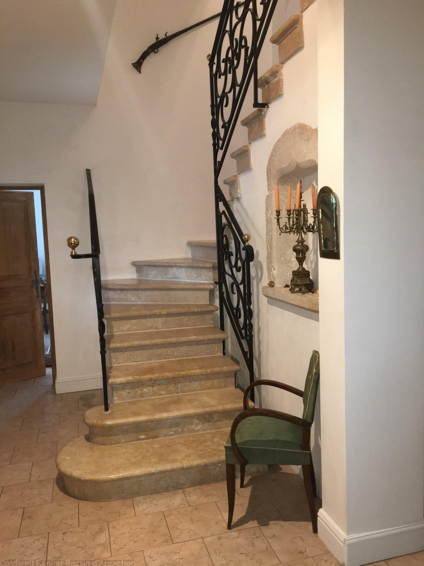 Villa contemporaine avec 4 chambres et piscine à vendre DORDOGNE BERGERAC