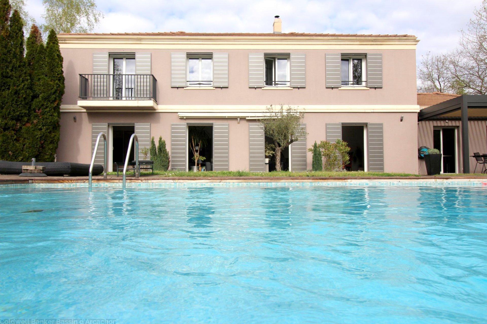 Vente maison villa bordeaux pessac grande propri t sur for Piscine en limite propriete sur petit terrain