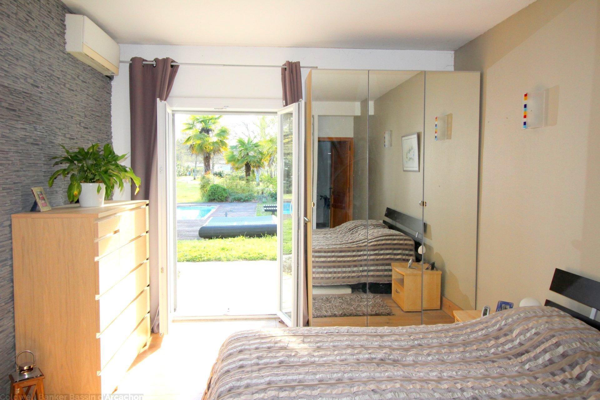Vente maison villa bordeaux pessac grande propri t sur for Appartement bordeaux pessac