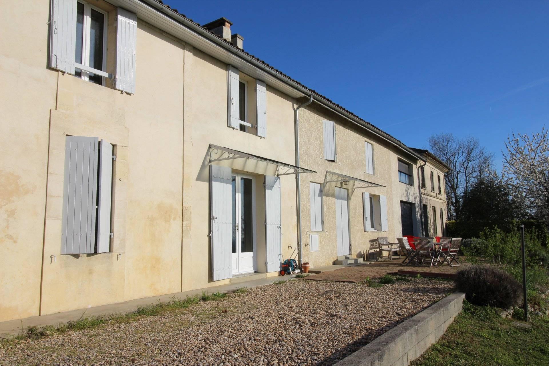 Maison en pierre de type longère à vendre SAILLANS PROCHE LIBOURNE