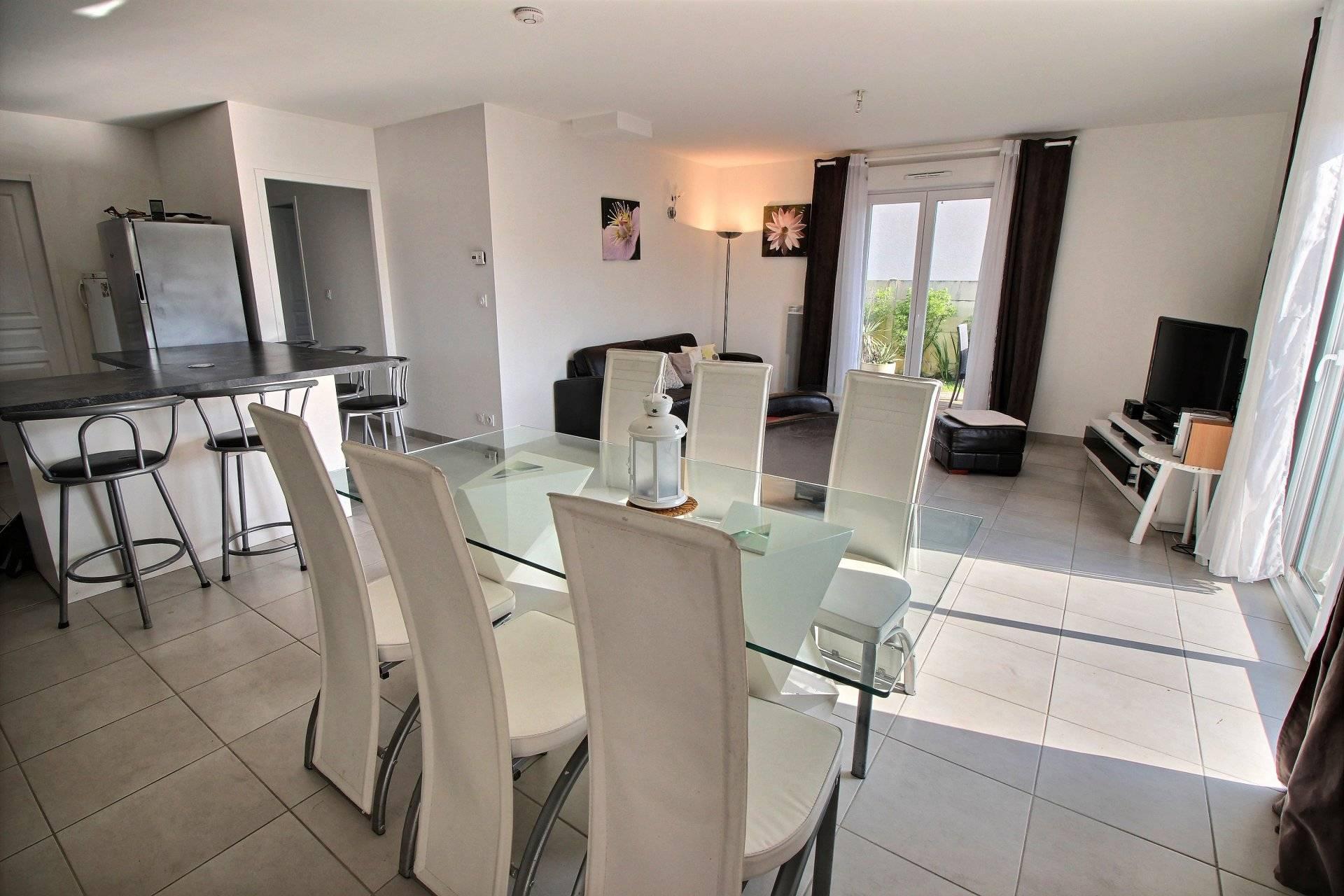 Maison contemporaine de plain pied 3 chambres a vendre GUJAN MESTRAS - Coldwell Banker