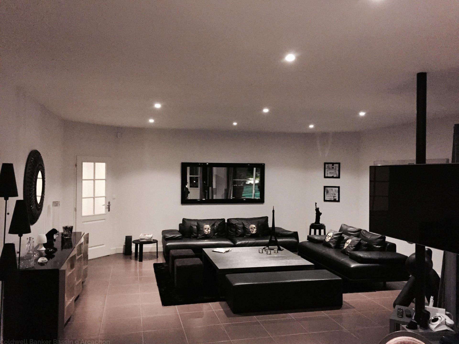 Achat maison contemporaine avec piscine 4 chambres avec garage proche bordeaux mérignac