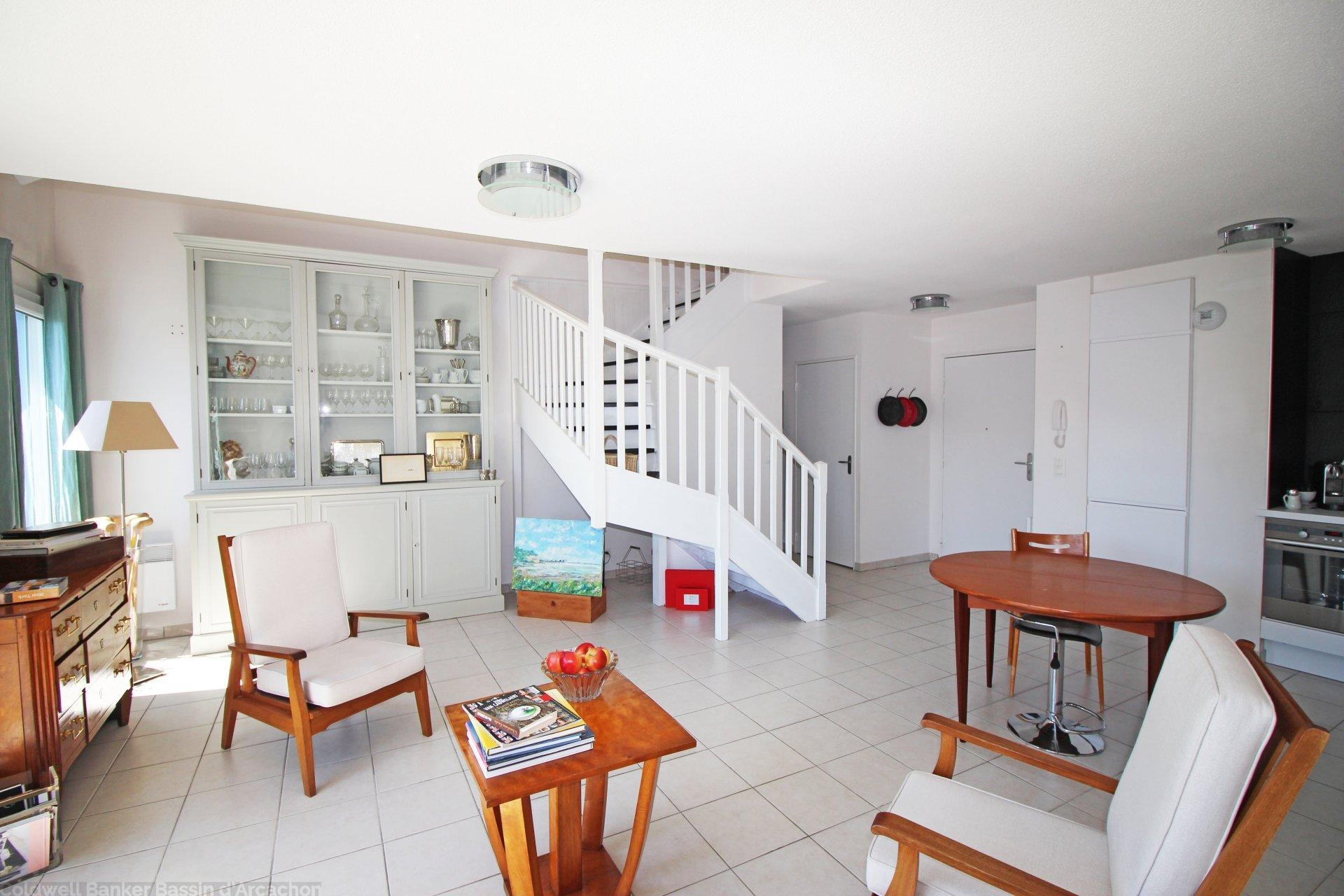 appartement duplex 4 chambres proche port dernier tage vendre arcachon port de plaisance. Black Bedroom Furniture Sets. Home Design Ideas