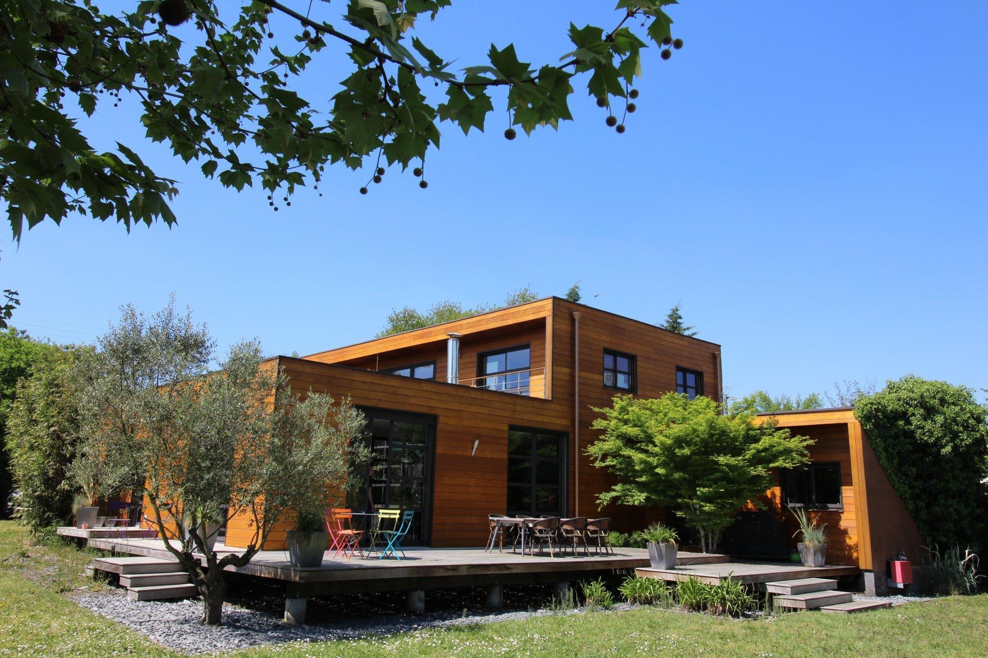 Vente maison villa bordeaux merignac grande maison en bois avec piscine avec 5 chambres for Construction maison en bois bordeaux