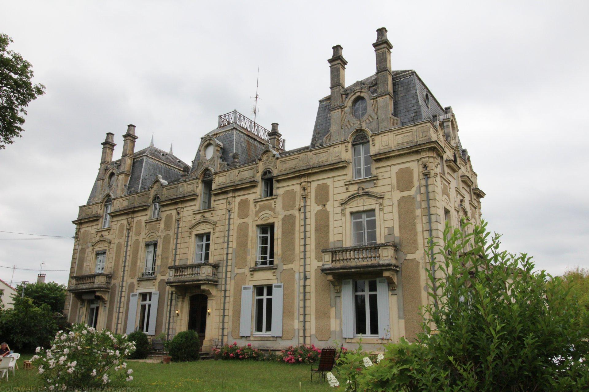 chateau bordelais idéal gîte ou chambres d'hôtes a vendre bazas