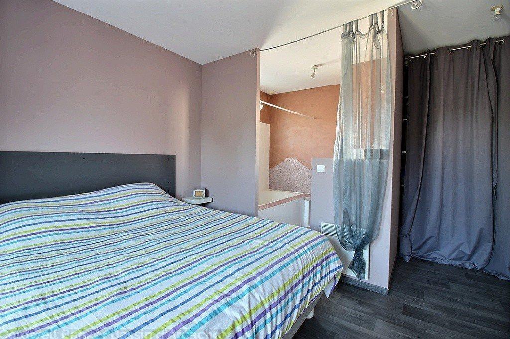 2 espaces nuit comprenant 3 chambres d'une part et une suite parentale de l'autre part maison à vendre à Gujan-Mestras