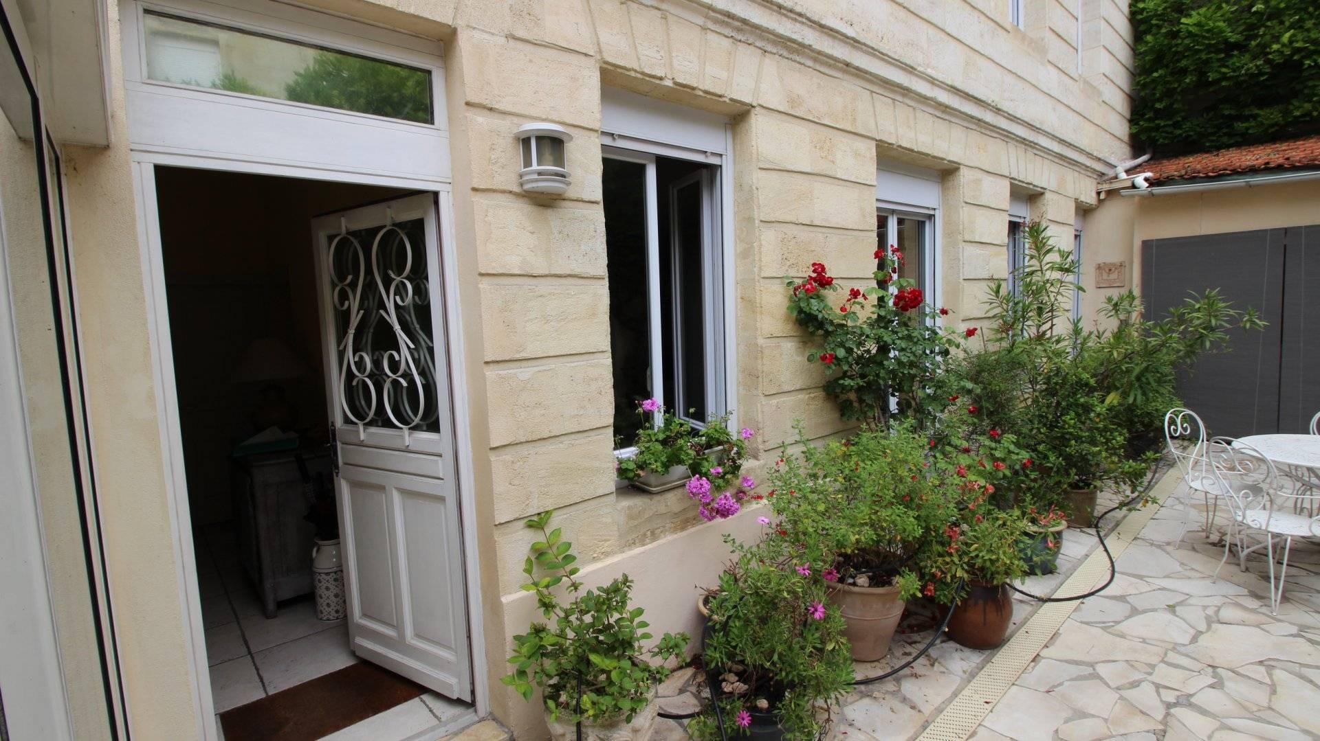 Maison girondine de charme a vendre BORDEAUX CENTRE