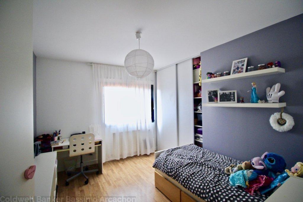 Maison contemporaine à vendre avec 4 chambres moderne et lumineuse proche bordeaux à Mérignac